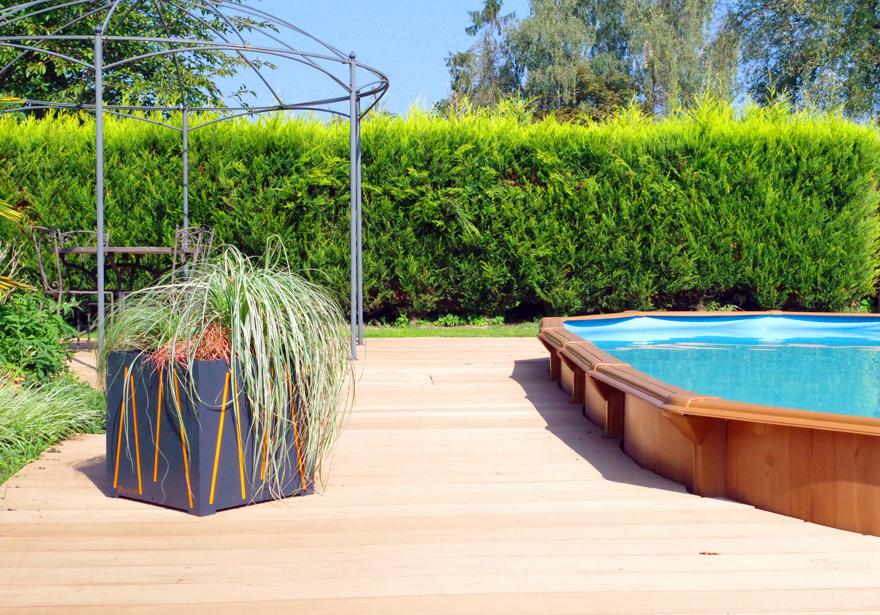 Cache-pot lignes orange bord de piscine